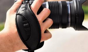 Kamera fest im Griff: EDDYCAM-Handschlaufen aus Elchleder