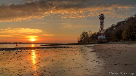 Sonnenuntergang am Leuchtfeuer Wittenbergen
