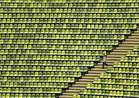 allein im Stadion