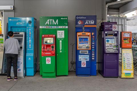 Am Geldautomaten