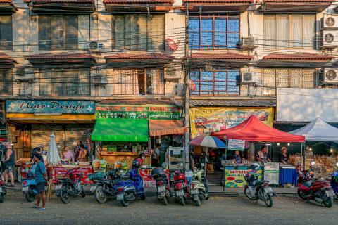 Chiang Mai - Verkäufer warten auf Kunden