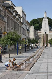 friedlich spielendeKinder in Verdun