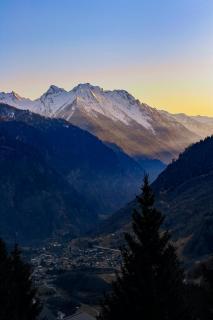 Sonnenuntergang und Bergen in der Schweiz