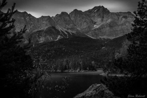 Zugspitze vor Sonnenaufgang