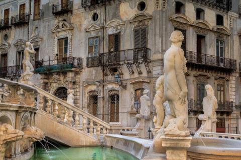 Brunnen - Fontana Pretoria in Palermo, Sizilien