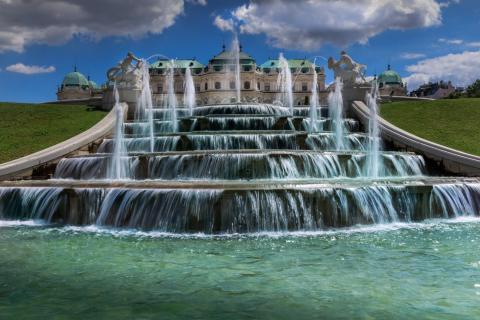 Schloss Belvedere mit Brunnen und Kaskaden in Wien