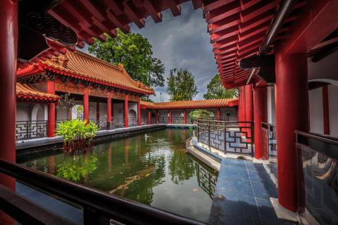Japanisches Haus mit Teich