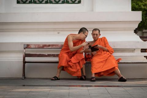 Zwei Mönche in Thailand