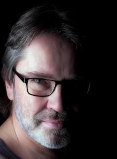 Mann mit Bart und Brille