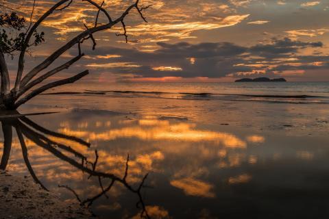 Sonnenuntergang an der Westküste von Malaysia