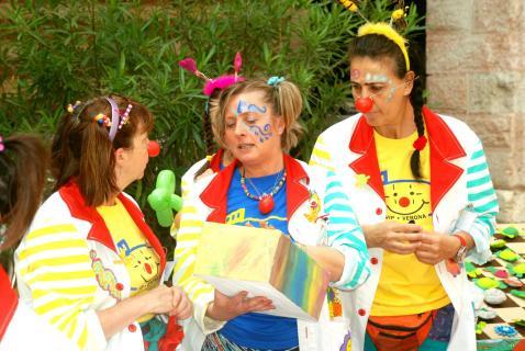 Kinderfest in Verona Menschen helfen Kinder
