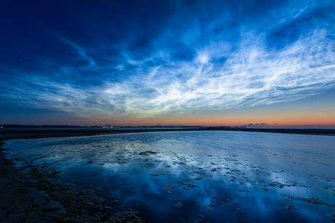 Leuchtende Nachtwolken über der Ostsee bei Laboe (Deutschlan