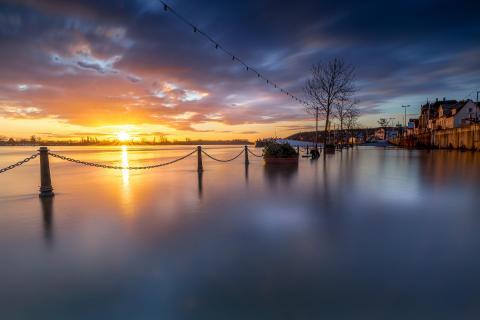 Hochwasser bei Sonnenaufgang