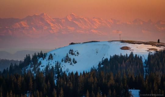 Das Herzogenhorn vor Alpenpanorama in der Abendsonne