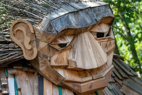 nachdenklicher Holzkopf