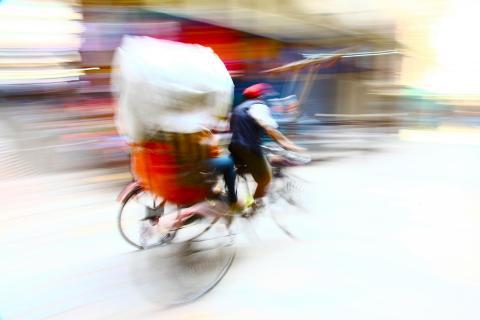 Nepal-Rikschafahrer in Bewegung
