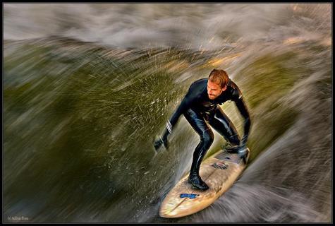 Der die Welle reitet