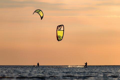Kiter im Sonnenuntergang