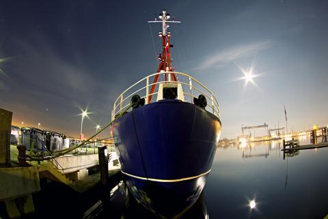Nachtaufnahme am Hafen