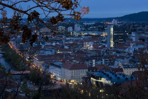 1 Graz by night_arnold_jeserznik