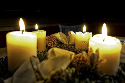 47_ candle light_arnold_jeserznik