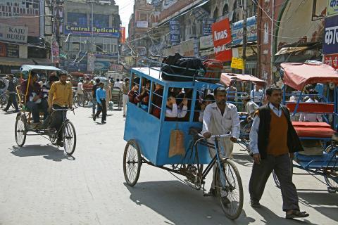 Menschen unterwegs in Delhi