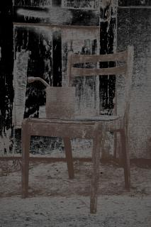 Alter Stuhl mit Schrott