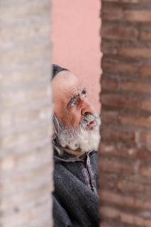 Mann in Marrakesch auf dem Gauklerplatz