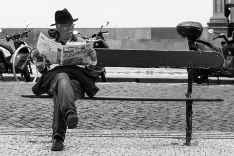 Der Mann mit der Zeitung