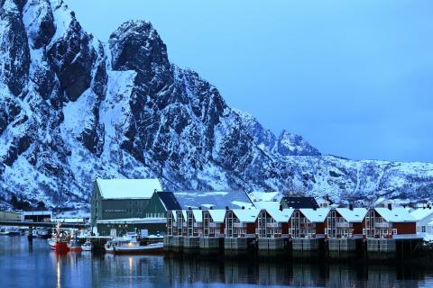 Abend im Hafen von Svolvaer in den Lofoten