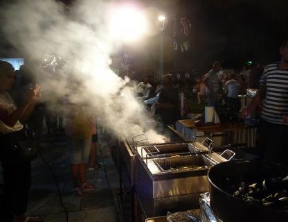 Grillstand am Hafen von Makarskar