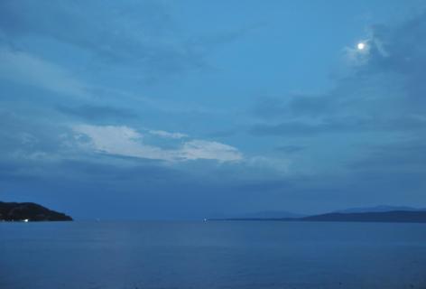 Makarskar Adria bei Nacht