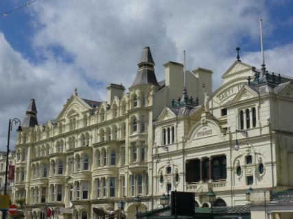 Gebäude an der Strandpromenade von Douglas