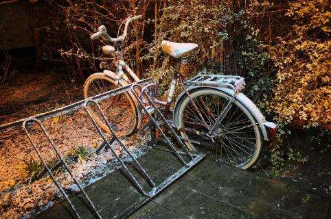 Winternacht mit Fahrrad