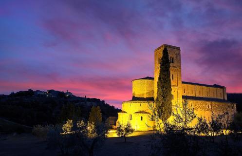 Sant Antimo mit Abendrot