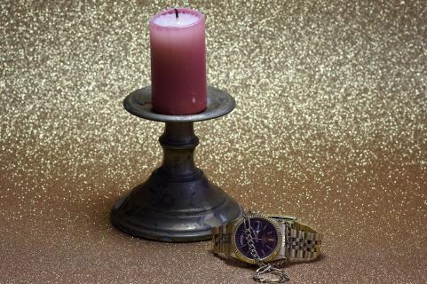 Stillleben Kerzenständer mit Uhr