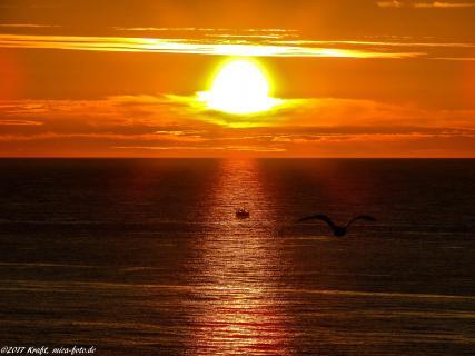 goldener Sonnenuntergang am Meer