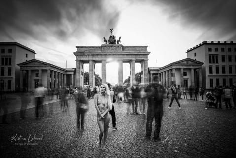 Nude in Public / / urban nude berlin (Charity-Projekt)