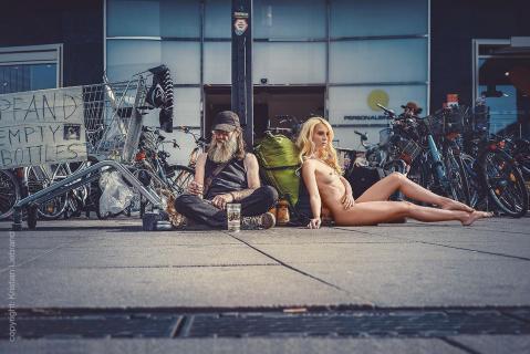 nude in public // urban nude berlin