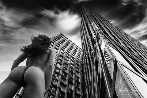 Nude in public - street photography amburg