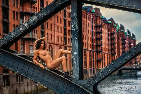Nude in Public Hamburg Speicherstadt
