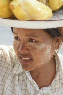 Maiskolbenverkäuferin