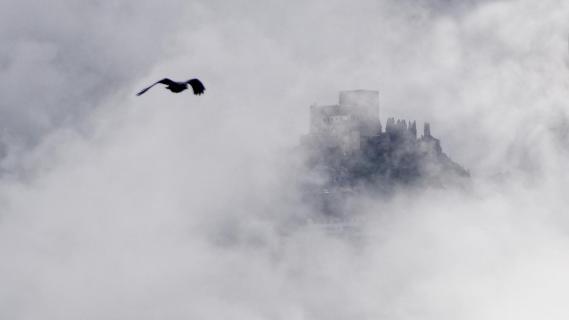 Burg in Wolken