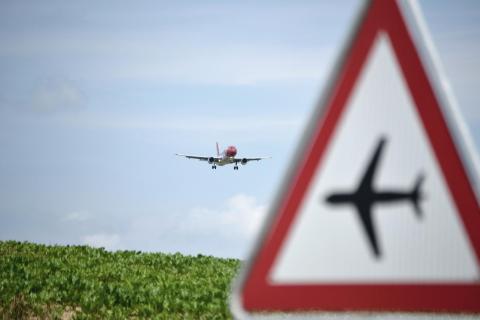 Achtung, Flugzeug! 1