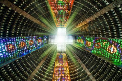 Farbenspiel in Kirche