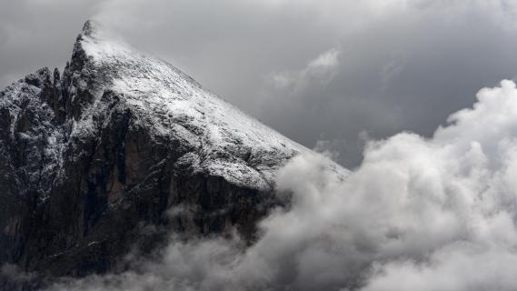 Versteckt hinter Wolken