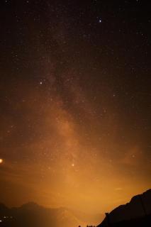 Milchstraße über den letzten Sonnenstrahlen