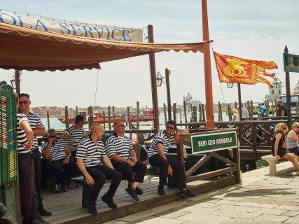 Venedig - Warten und Plaudern