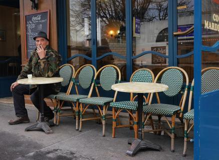Auf einen Espresso und eine Zigarette