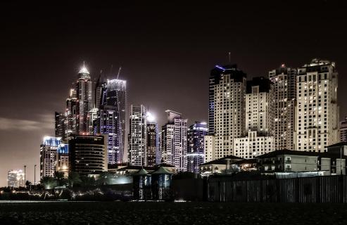 Dubai Marina bei Nacht